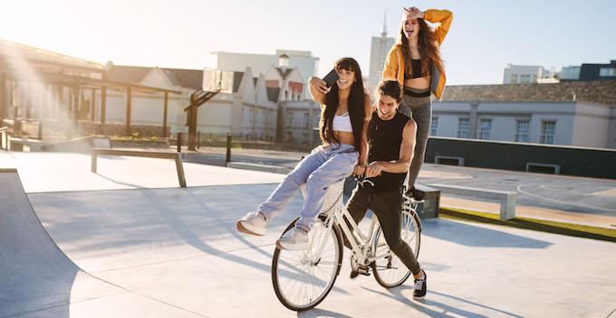 man-women-bike-680
