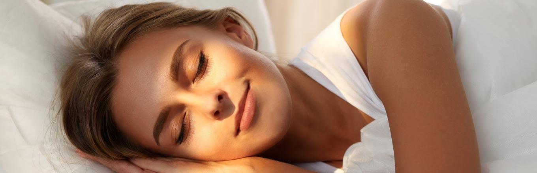 Varför blått ljus förstör din sömn – så kan du lösa det